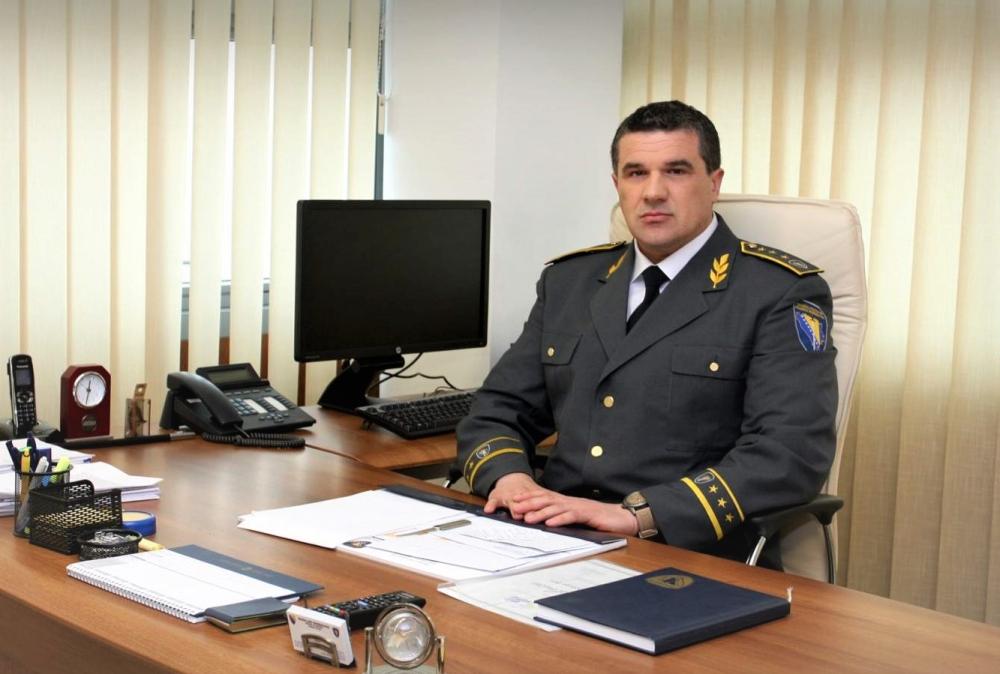 Policajac koji se nalazi na web mjestima
